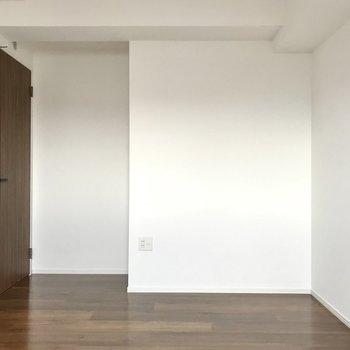 廊下側だししっかり個室感。もちろんテレビも置けますよ◯(※写真は5階の同間取り別部屋のものです)