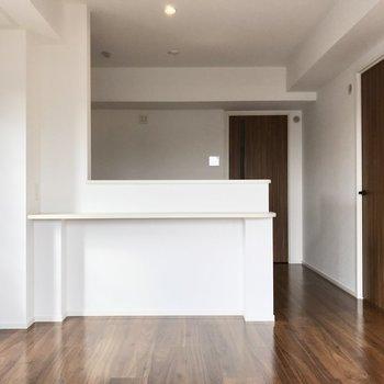 キッチンはもちろん対面式。料理中も会話できますよ♩(※写真は5階の同間取り別部屋のものです)