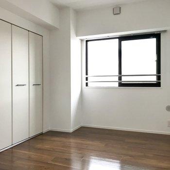 こちらは5.4帖!お子様のお部屋にしてもいいなぁ(※写真は5階の同間取り別部屋のものです)
