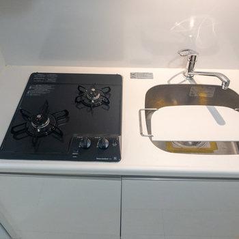 機能的なキッチンで料理が捗りそうです※写真は1階の反転間取り別部屋のものです