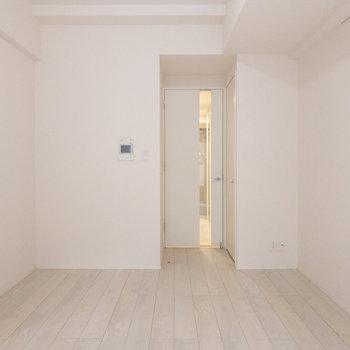 居室を別角度から※写真は1階の反転間取り別部屋のものです