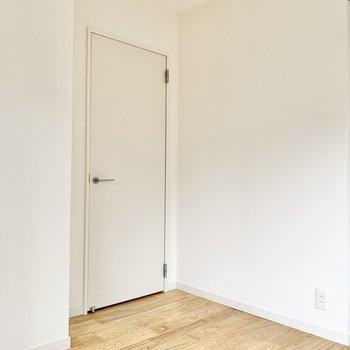 【洋室4.5帖】書斎や趣味部屋として使えそうです。