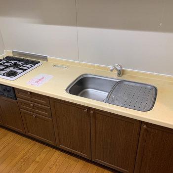 【LDK】3口ガスで広め、実用性の高いキッチンです