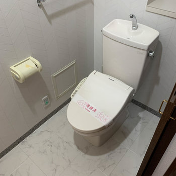 トイレはもちろん温水洗浄便座付き