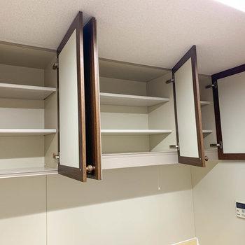 【LDK】上部にも収納スペースが豊富です