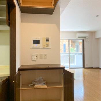 【LDK】キッチン横に、玄関モニターもあります