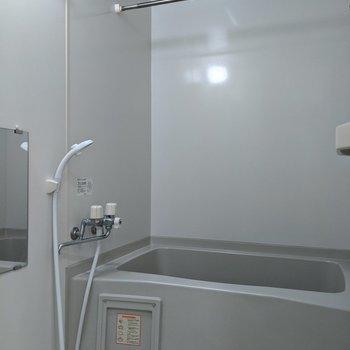 洗濯物は浴室でも干すことができます。
