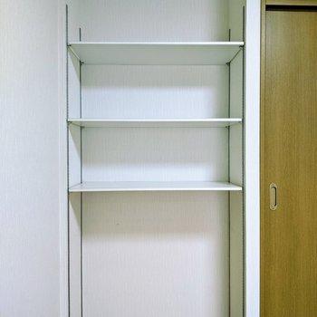 【6.6帖洋室】こちらの棚には本や小物インテリアを置くと良いですね。