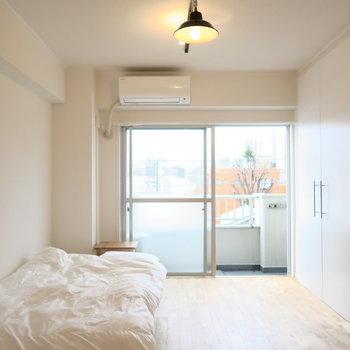 【イメージ】落ち着いた雰囲気の寝室。リモートにも最適。