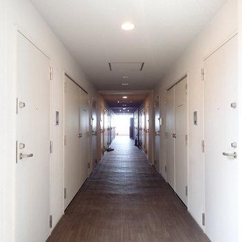 共用部】重厚感のある廊下です!