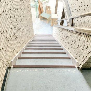 共用部】階段が多いですが、ちょっとした運動ということで。