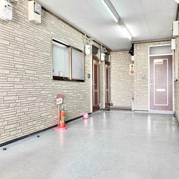 共用部】内廊下で雨に濡れることはありませんよ。