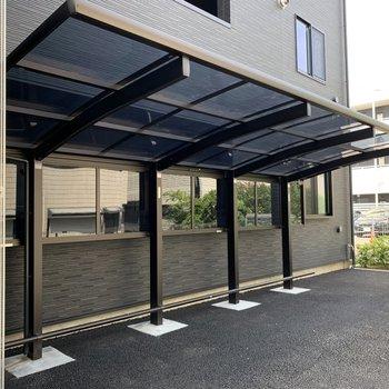裏手にしっかり屋根付き駐輪場も。