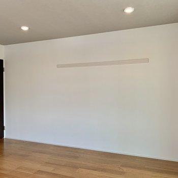 こちらの白壁にはウォールハンガー が付いていますよ。