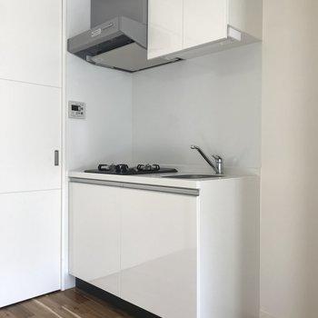 収納もできるキッチン◎(※写真は2階同間取り別部屋のものです)