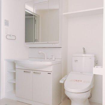 トイレはこちらに。(※写真は2階同間取り別部屋のものです)