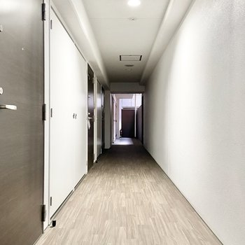 共用部】内廊下で雨に濡れる心配も無し。