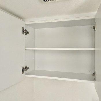 ペーパーのストックはこちらの棚に。