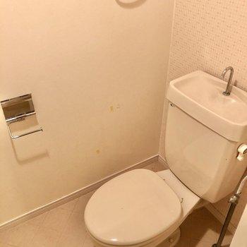 トイレはシンプルです。(※写真は清掃前のものです)