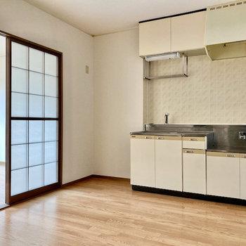 【DK】冷蔵庫はキッチン左横のスペースにおけますね。