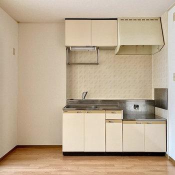 【DK】キッチンスペースはゆったりめ。
