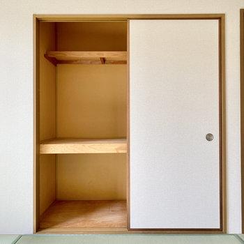 【和室】こちらも奥行きがありますよ。衣装ケースなど活用してみましょう。