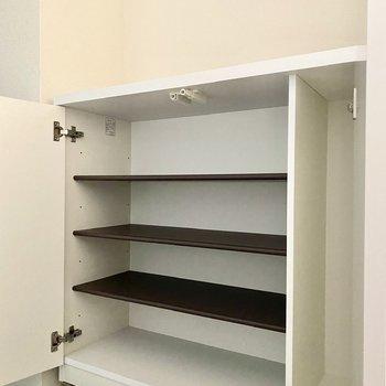 シューズボックス。家族で使うなら上部にもう一つ、ボックスを設置すると良いかも。