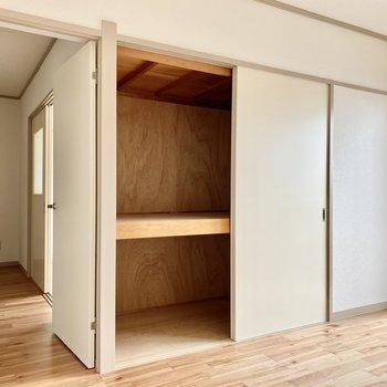 【洋室6帖】収納は押入れタイプ。布団などの大物もしっかり保管できます。