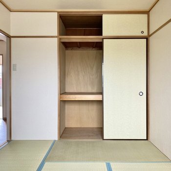 【和室】下段に衣装ケースを入れると空間をうまく使えそうです。