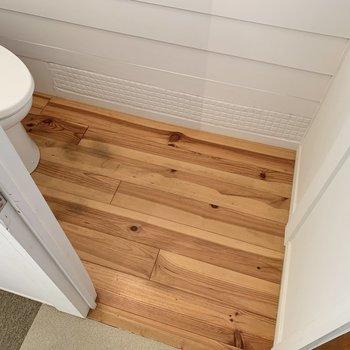 木目フローリングが使用されていて、温もりを感じられる空間です。