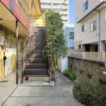 階段奥にも見どころが。