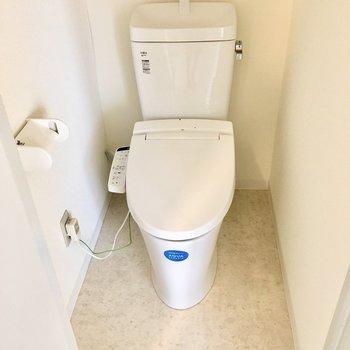 扉の中に更に扉があって、個室のトイレになっていました。※写真は3階の反転間取り別部屋のものです