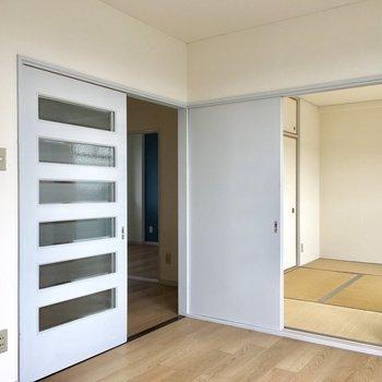 【洋室②】全てのお部屋同士がサクサク行ける便利な動線。※写真は3階の反転間取り別部屋のものです