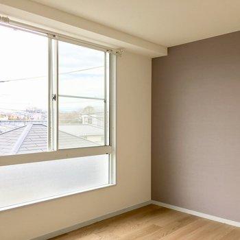 【洋室②】ソファーとテレビのお部屋にしましょうか。※写真は3階の反転間取り別部屋のものです
