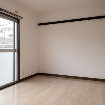 【バルコニー付き洋室6帖】この洋室、サプライズがあります。