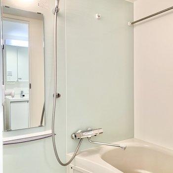 クロスも爽やか。浴室乾燥も付いてますよ。