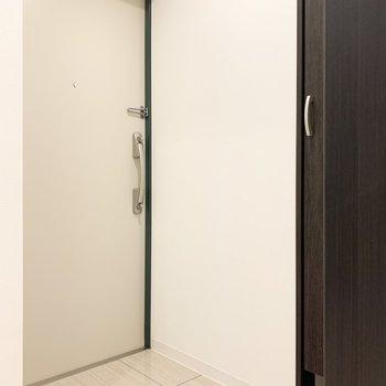 ゆとりのある玄関です。※写真は3階の同間取り別部屋のものです