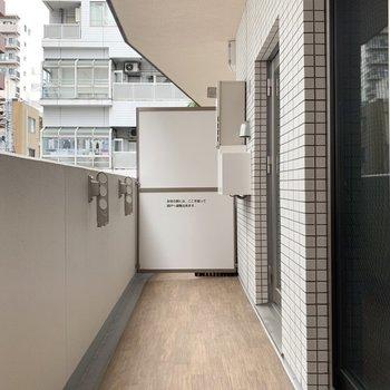 これだけの広さがあれば洗濯物をまとめて干しても大丈夫ですね。※写真は3階の同間取り別部屋のものです