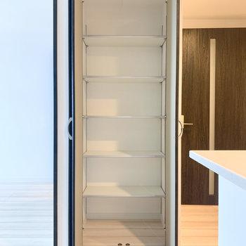 【LDK】食料品のストックなどに良さそうです。※写真は3階の同間取り別部屋のものです