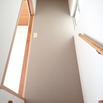 さて2階へ。アクセントクロスが良い雰囲気。