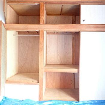 和室のはたっぷりめ。パイプハンガーもあり、使い分けて収納できます。