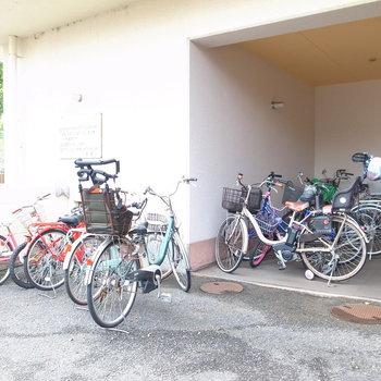 【共用部】駐輪はマンション入り口のそばに。