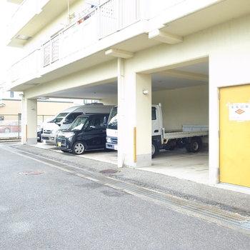 【共用部】駐車場もあります。
