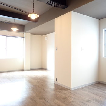2面採光なので明るさがあります。※写真は4階同間取り・別部屋のものです