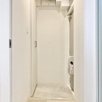 玄関とお部屋の間には扉があるので、外気も防げそう。