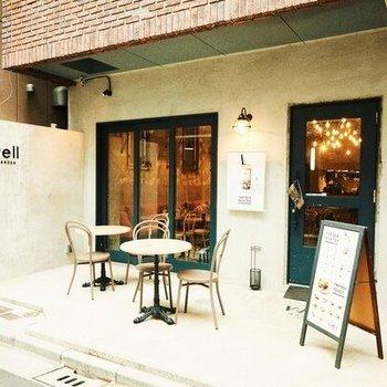 1階はカフェが併設されています。