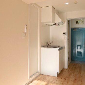 キッチンも新品で気持ちいい。(※写真は9階の同間取り別部屋のものです)