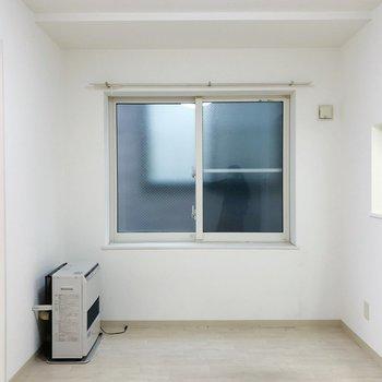 【LD】リビングには南向きの窓が付いています。