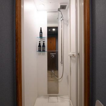 【共用部】シャワーブースを設置しています。