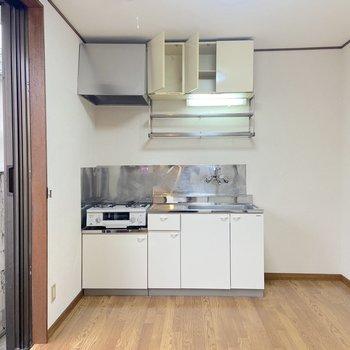 【DK】キッチン横に冷蔵庫が置けますね。